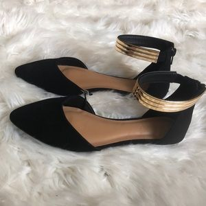 ✨NWT Size 7, black flats with gold ankle strap✨